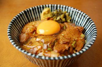 肉めし(新鮮卵つき)